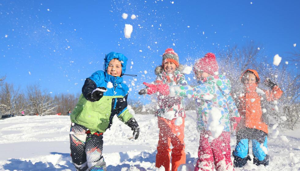 VINTERDRESSER: En vinterdress for barn skal tåle både lek i snø og vått vær, og slitasje. Det er det ikke alle som gjør, viser Testfaktas test. Illustrasjonsfoto: Shutterstock/NTB Scanpix