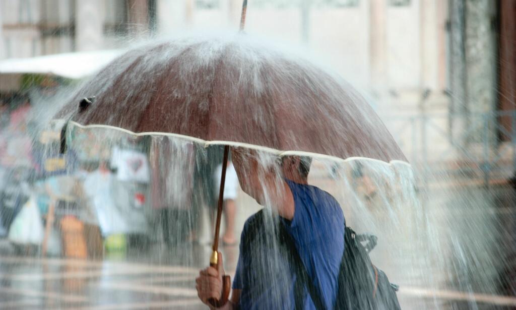PØSREGN: Finn frem paraplyen hvis du bor på Vestlandet. Nå skal det bøtte ned. Foto: Shutterstock