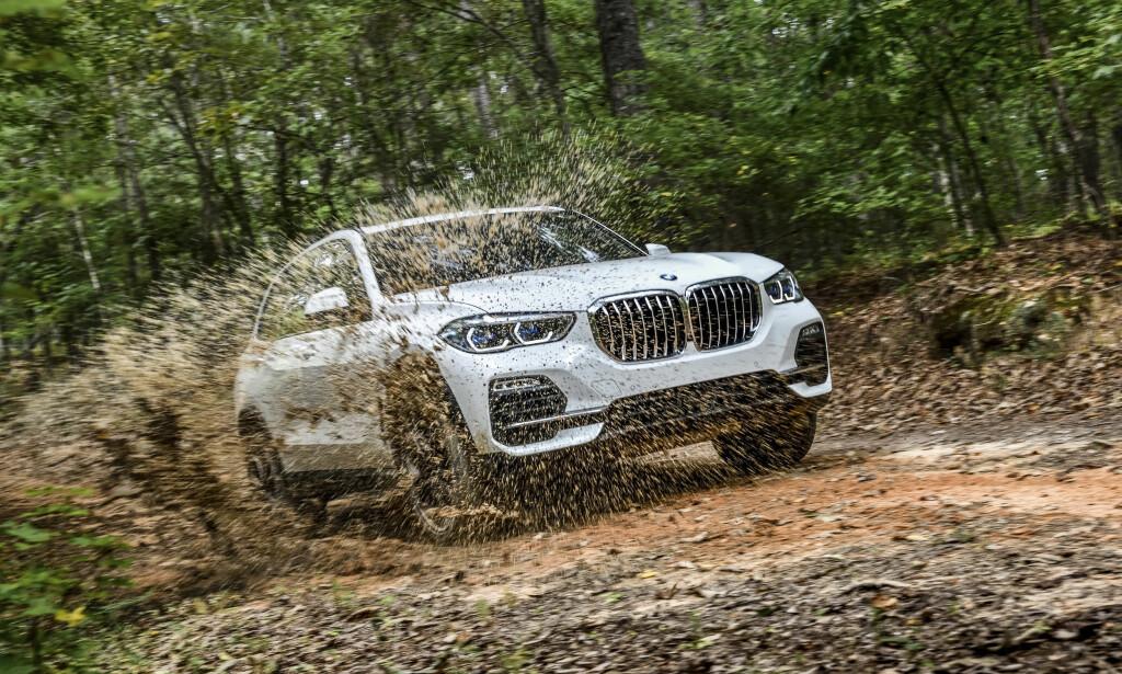 NYE BMW X5 OVERBEVISER: Siste generasjon av BMW X5 er blitt 3,6 cm lenger, 6,6 cm bredere, og 1,9 cm høyere - og leverer til toppscore. Foto: Uwe Fischer