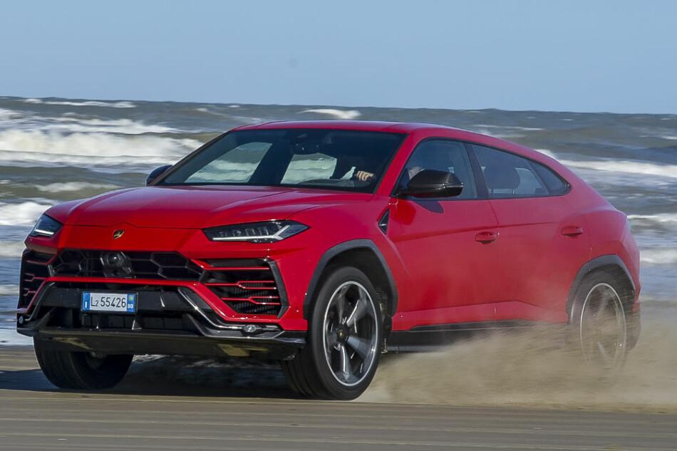 NY LEKE I SANDKASSA: Lamborghini skal få fart på salget når de kommer med SUV. De regner med dobling fra dagens 30.000 solgte biler årlig. Foto: Jamieson Pothecary