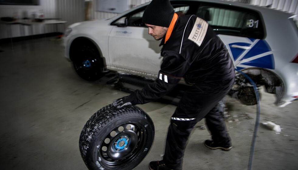REVOLUSJONERENDE? Continental tester nå ut nye pigger til vinterdekk, laget av gummi. Foto: Lasse Allard