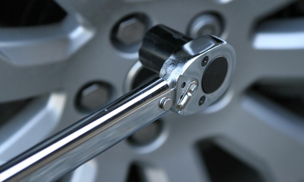 GODT KJØP: Skaff deg en momentnøkkel, så blir hjulskiftet enklere. Foto: Rune Korsvoll