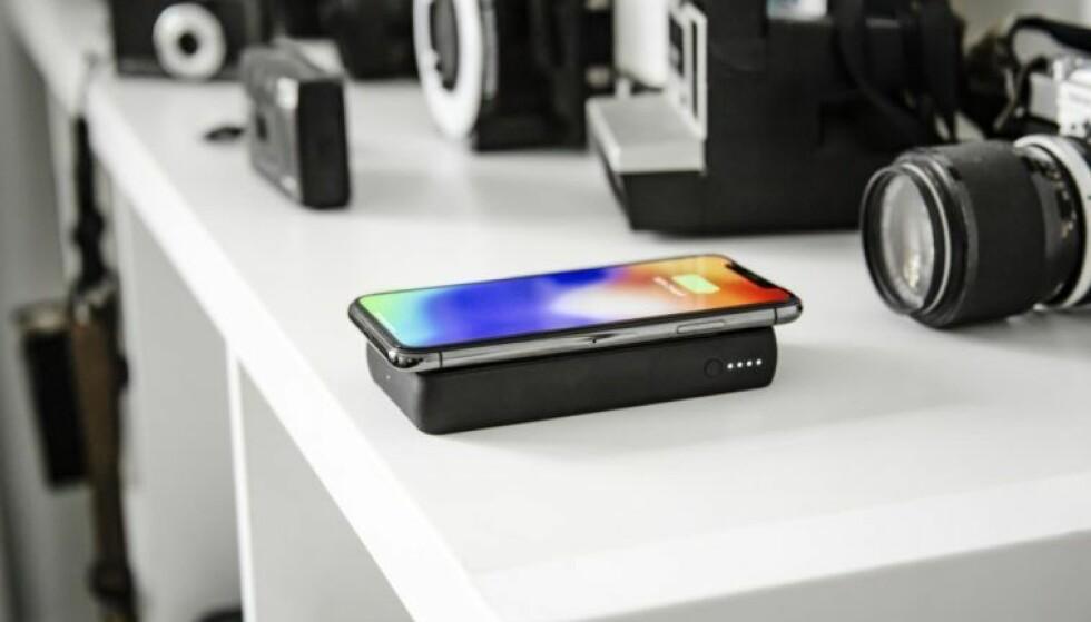 <strong>DROPP KABELEN:</strong> Apples nyeste iPhone-modeller støtter trådløs lading. Men hvilke ladere bør du kjøpe? Foto: Mophie