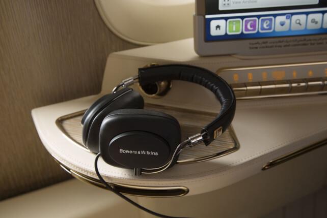 EMIRATES: Bowers & Wilkins er heller ingen hvem-som-helst når det kommer til lyd - og det er dette de bestbetalende passasjerene hos Emirates får på ørene. Foto: Emirates