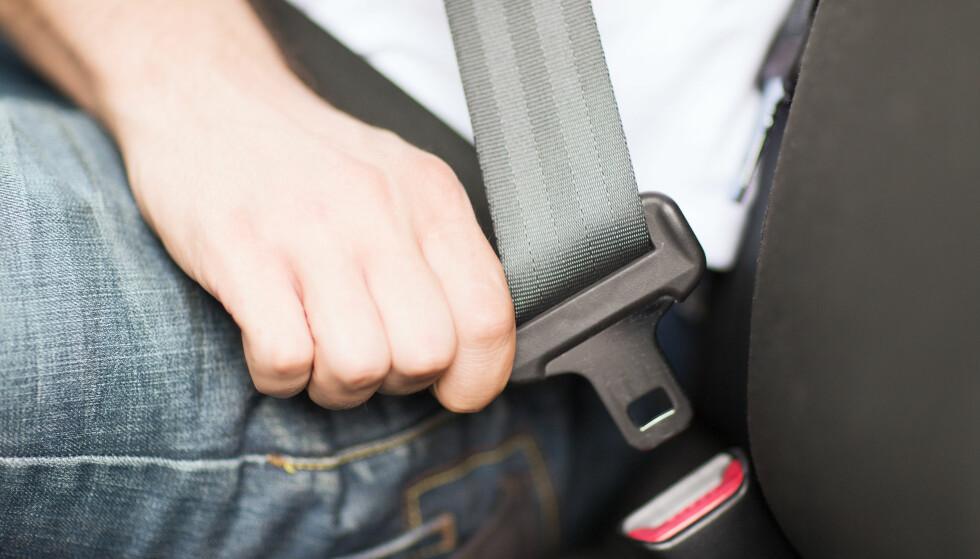 ØNSKER SPERRE FOR BILBELTE: Det bør bli umulig å kjøre bil uten bilbelte, mener Transportøkonomisk institutt. Foto: NTB scanpix
