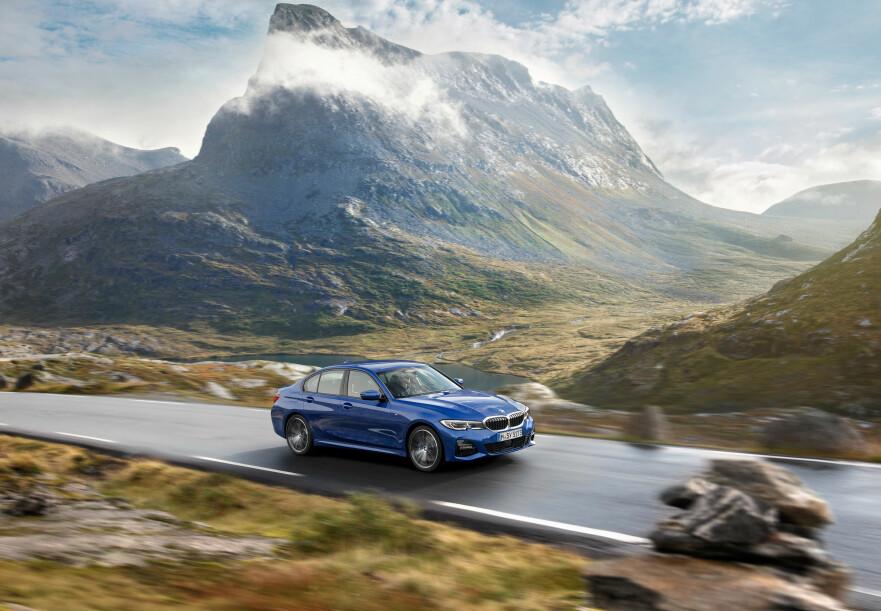ALLEREDE KJØRT I NORGE: Det er i Møre og Romsdal BMW har tatt de første pressebildene av sin splitter nye BMW 3-serie - og det en god stund før avdukingen av modellen i Paris, som foregår i dag. Foto: BMW