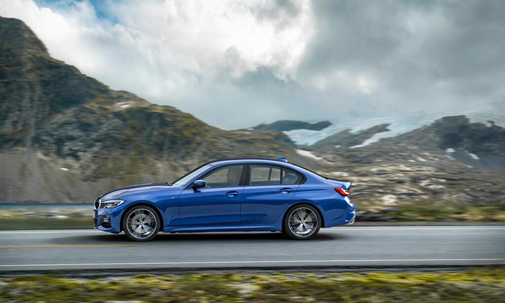 HAR VOKST: 3-serien har vokst fra generasjon til generasjon og er nå en ganske lang bil på over 470 centimeter. Foto: BMW