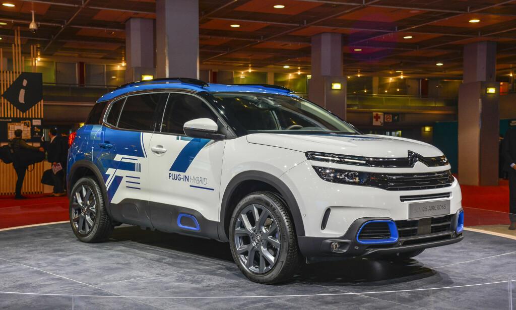 KONSEPT, MEN REELL: Den etterhvert Citroën-designspråket vil gå videre til produksjon også i denne ladbare versjonen - kanskje med annerledes fargevalg. C5 Aircross er en mellomstor SUV på størrelse med VW Tiguan. Foto: Jamieson Pothecary
