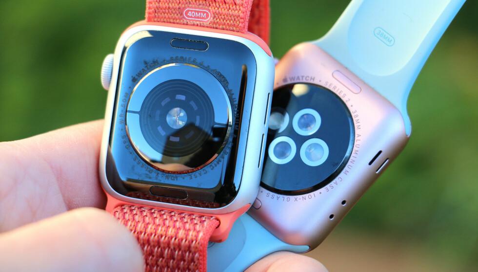 REDESIGNET BAK: Nye Apple Watch har en bakside i svart keramikk og safirglass. Den optiske pulsmåleren er samla i midten, i stedet for å være spredd rundt i fire deler - og rundt der igjen sitter den nye EKG-sensoren.