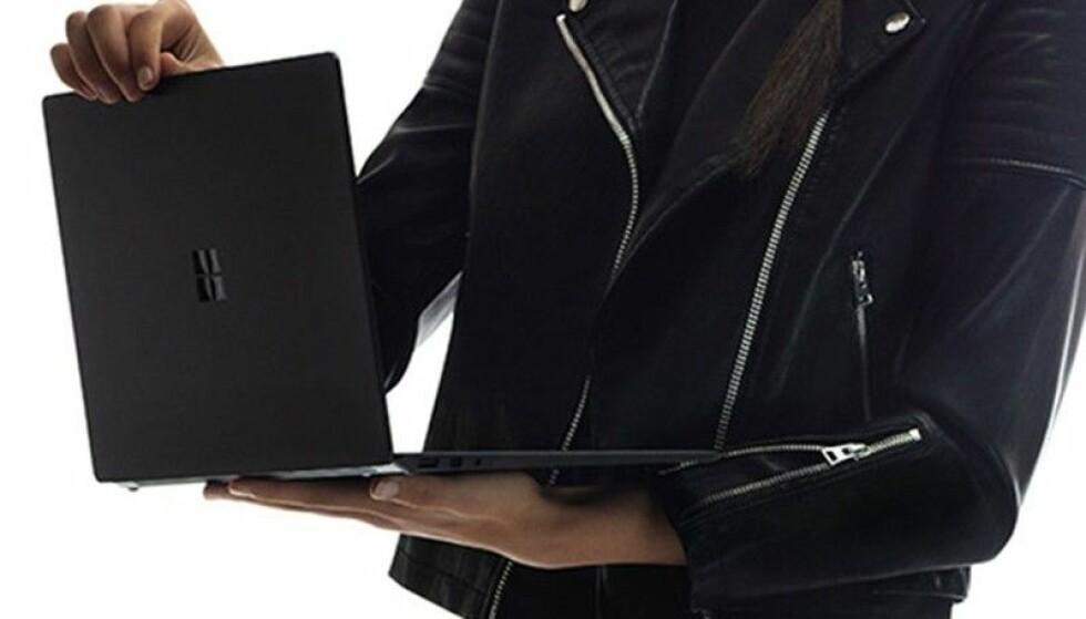 <strong>NÅ I SVART:</strong> Den nye Surface Laptop kommer også i sort utførelse, i tillegg til tre andre fargevarianter. Foto: Microsoft