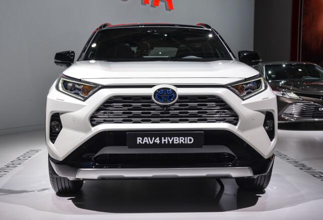 TØFFERE I TRYNET: Det skarpe blittet i Toyotas designspråk skjerpes ytterligere på nye RAV4. Foto: Jamieson Pothecary