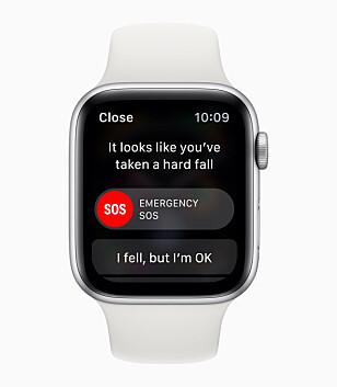 KAN RINGE ETTER HJELP: Faller du hardt nok, vil Apple Watch Series 4 ringe nødetater om du ikke sier at alt er i orden. Foto: Apple