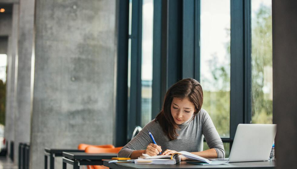MÅ FULLFØRE: For å få samme omgjøring fra lån til stipend som i dag, må man fra neste studieår fullføre hele graden. Foto: NTB Scanpix