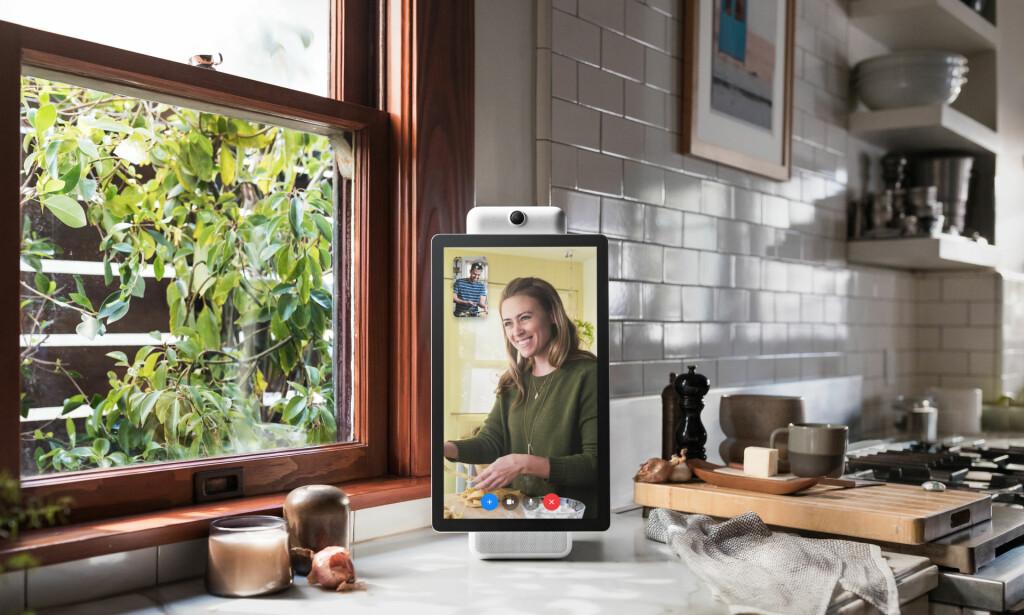 HEI PORTAL: Nå har Facebook lansert en stor skjerm du kan chatte med. Det har ikke blitt godt mottatt av alle. Foto: Facebook