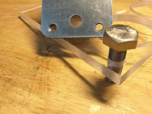 PLEKSI: Vi boret og gjenget i stål og pleksiglass med utmerket resultat. Foto: Brynjulf Blix