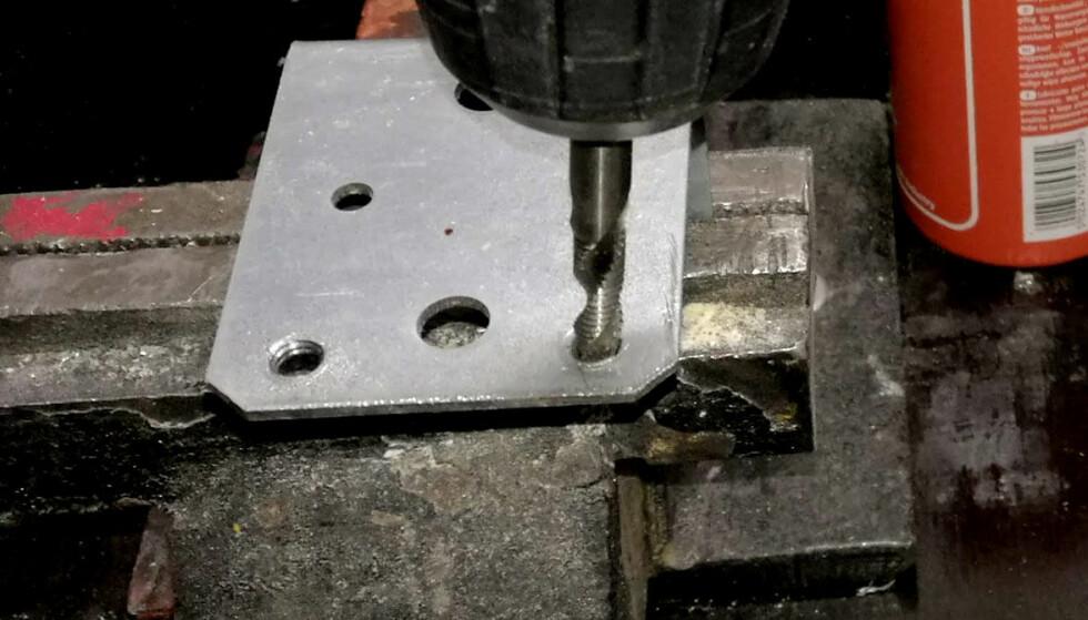 SE SÅ SMART: Her borer vi og lager gjenger i én og samme operasjon. Foto: Brynjulf Blix