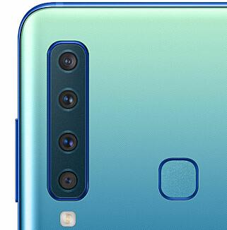 FINGESENSOR I MIDTEN: Samsung har heldigvis ikke lagt fingersensoren under kameraet denne gangen. Foto: Samsung