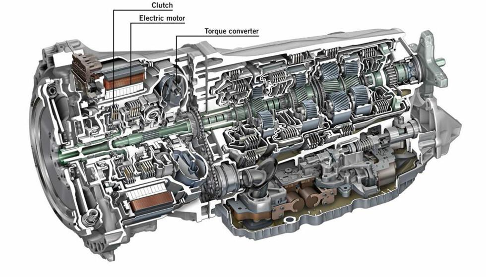 KOMPAKT: Elmotoren er integrert i automatgirkassen med ni trinn sammen med en separasjonsclutch og momentomformeren. Illustrasjon: Daimler AG