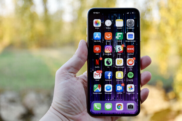 FLOTT SKJERM: iPhone Xs Max har OLED-skjerm som byr på dypt sortnivå og flotte farger. Foto: Pål Joakim Pollen