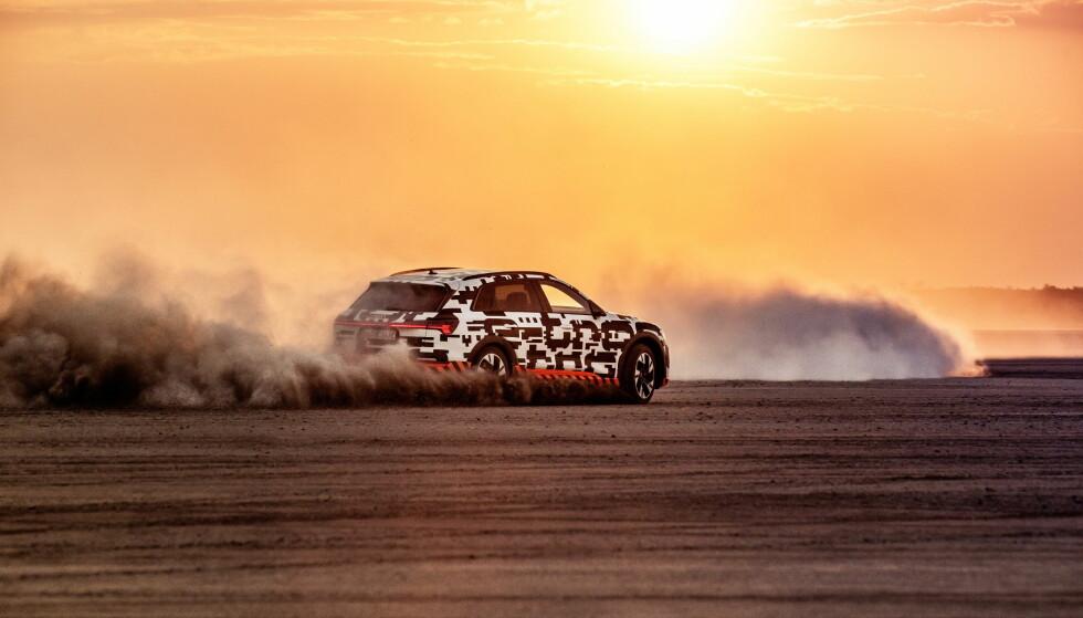 SNØ-SUBSTITUTT: Glatkjøring i ørkenen gir et godt inntrykk av hvordan bilen kan oppføre seg på vinterføre. Foto: Audi