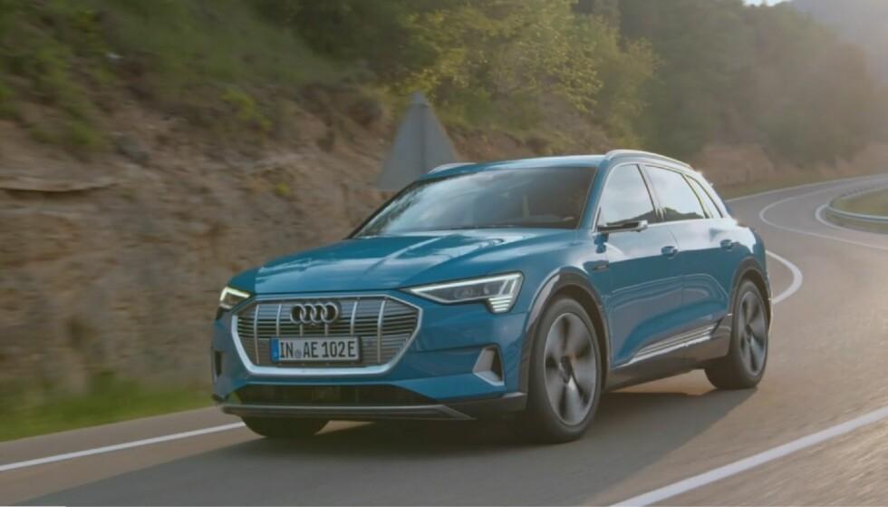 <strong>SLIK SER DEN UT, MEN:</strong> Vi har riktignok kjørt nye e-tron, men ikke denne: Det dreide seg om fortsatt maskerte prototyper og det er på afrikansk ørkensand vi har fått oppleve den. Men det ble en skjellsettende opplevelse. Foto: Audi