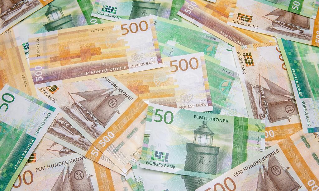 NYE SEDLER: 18. oktober kommer både den nye 50-lappen og den nye 500-kronerseddelen. Foto: Norges Bank