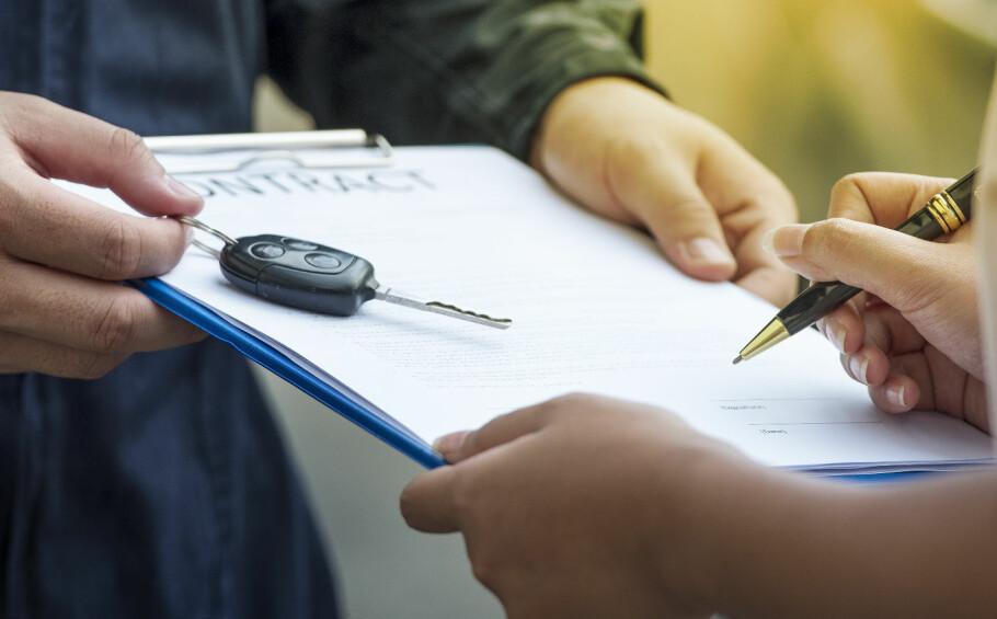 VENT NÅ LITT: Før du skriver under på en leasingavtale, er det flere ting du bør tenke over. Foto: Shutterstock / NTB Scanpix
