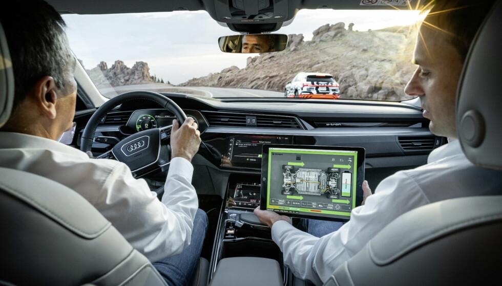 OMSIDER TESTKJØRT: Prototypene har blitt utsatt for skikkelig hardkjør både på vei og i ørkenen i det sydvestlige Afrika. Foto: Audi
