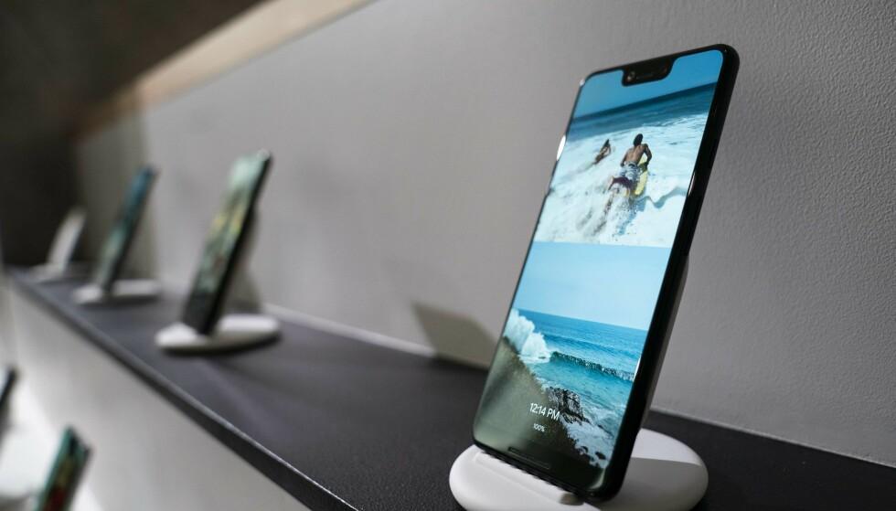 GODE KRITIKKER: Googles nye telefoner, Pixel 3 og Pixel 3 XL, høster jevnt over meget gode kritikker i USA. Foto: Drew Angerer/Getty Images/NTB Scanpix