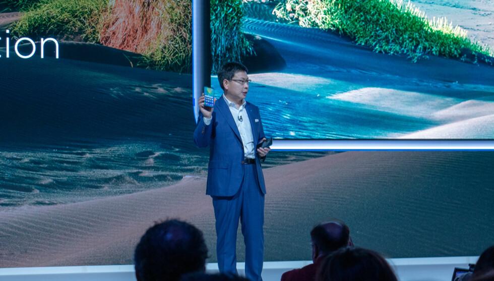 Huawei-sjef Richard Yu viet mye av tiden til å snakke om kameraet til Mate 20 Pro. Foto: Martin Kynningsrud Størbu