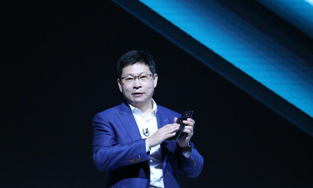 Mate 20 Pro har fingersensor i skjermen og avansert 3D-ansiktsgjenkjenning. Foto: Martin Kynningsrud Størbu
