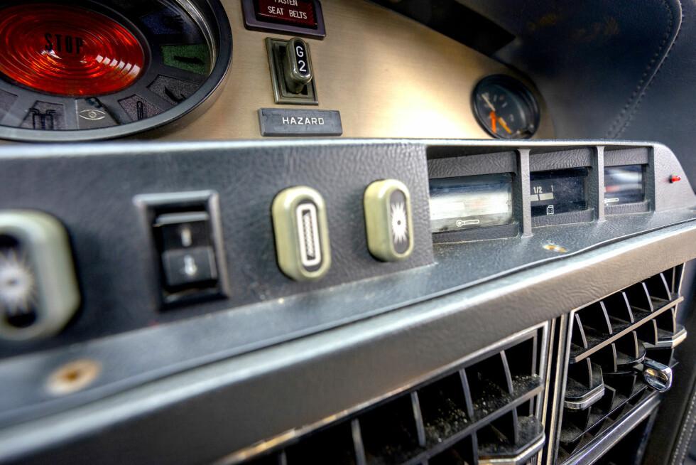 SALIG BLANDING: Spesieltensrettet var Citroën ikke da de valgte brytere til dashbordet. Foto: Paal Kvamme