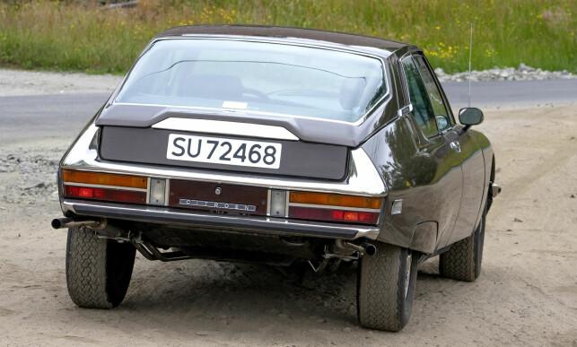 TIL VÆRS: Ingen ekte Citroën uten hydrauliske gleder. Her er den hevet, og klar for dårlig vei. Foto: Paal Kvamme