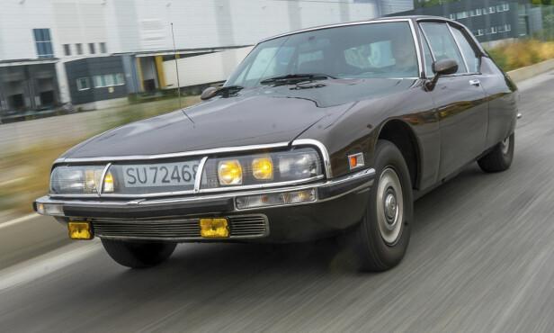 DS PÅ STEROIDER: - I 1970 var dette verdens raskeste forhjulsdrevne bil, sier Ørjan Nagelsen om hans 1973 Citroën SM. Foto: Paal Kvamme