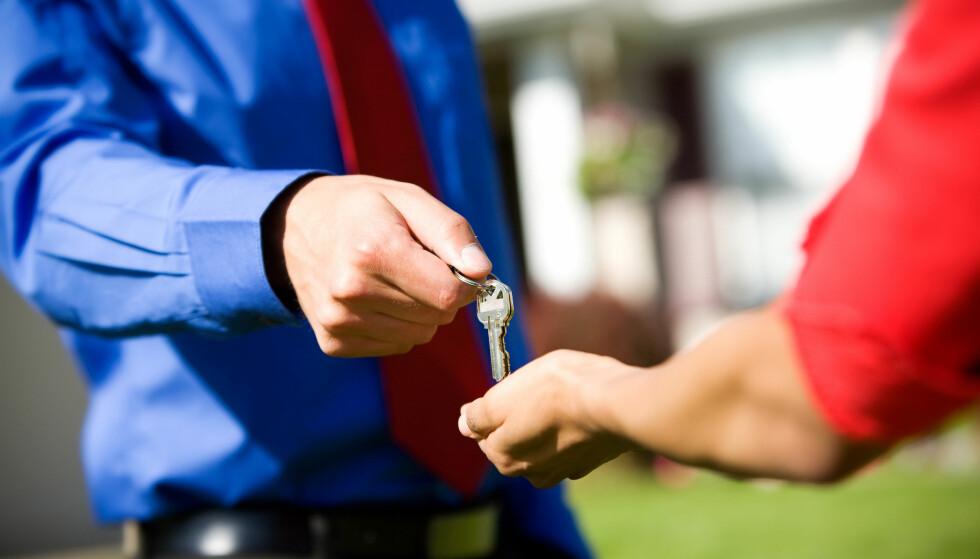 BOLIGKJØP: Hvilke forsikringer trenger du egentlig hvis du skal kjøpe eller selge bolig? Foto: Shuttestock/NTB Scanpix.