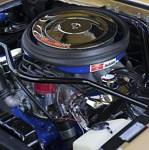 På stell: Et mer strøkent motorrom enn i Jøran Dalens ´68 GT500 skal det godt gjøres å finne. Foto: Paal Kvamme