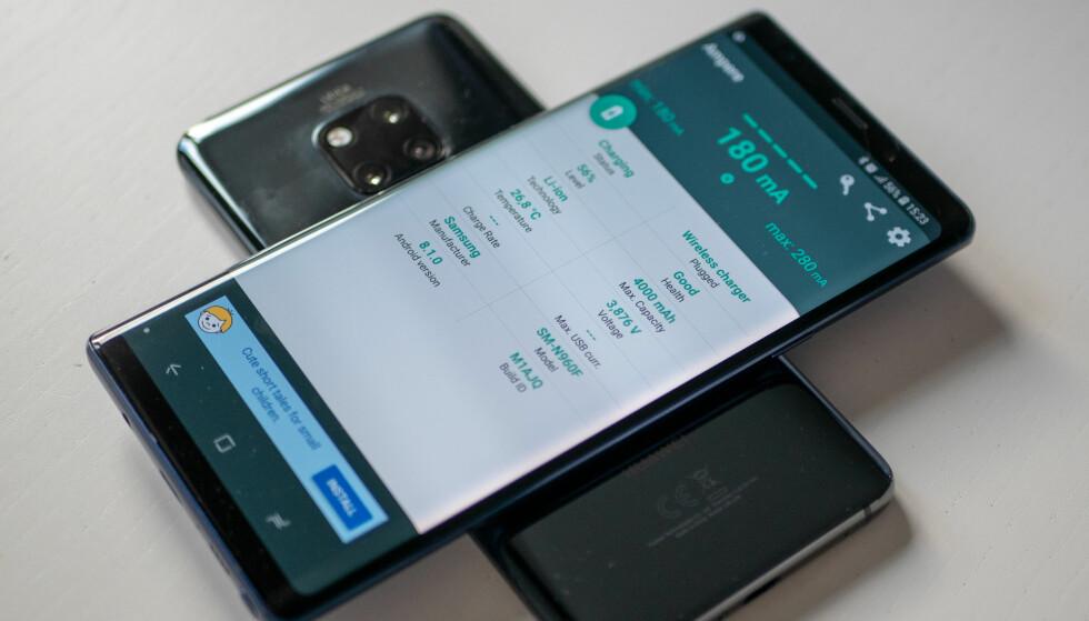 Her lades en Samsung Galaxy Note 9 av Mate 20 Pro. Foto: Martin Kynningsrud Størbu