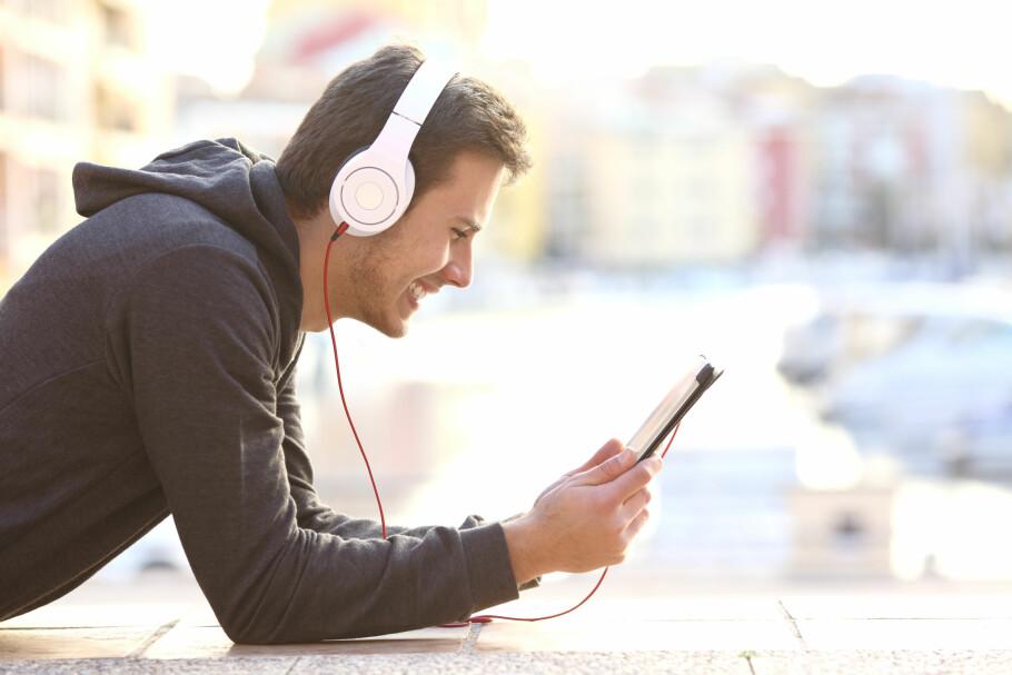 UTVIDER DATA BOOST: Telia utvider «Data Boost»-tilbudet med en større pakke for 99 kroner som gir tolv timers ubegrenset bruk. Foto: Shutterstock/NTB scanpix