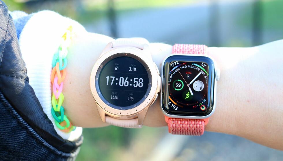 <strong>FORSKJELLIGE KLOKKEFRONTER:</strong> Galaxy Watch og Apple Watch er også ganske annerledes på klokkefront-/urskivefronten. Hvilket som er best, er antagelig smak og behag. Foto: Kirsti Østvang