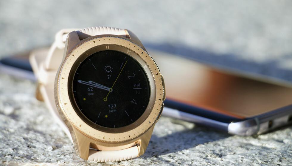 <strong>TRADISJONELL KLOKKEDESIGN:</strong> Samsung fortsetter å lage smartklokker som ser ut som tradisjonelle mekaniske ur. Foto: Kirsti Østvang