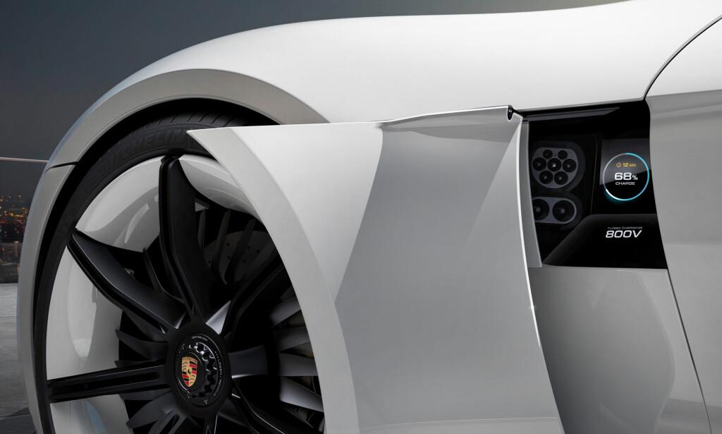 800 VOLT: Taycan blir første elbil i produksjon med 800 volt batterispenning, noe som muliggjør lading på 350 kilowatt-ladere. Disse gjenstår å installere. Foto: Porsche