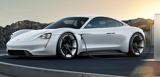 KOMMER SNART: Porsche Taycan heter produksjonsversjonen av Mission e, som vi ser her. Porsche-fabrikken i Zuffenhausen (Stuttgart), er klar for produksjon. Foto: Porsche