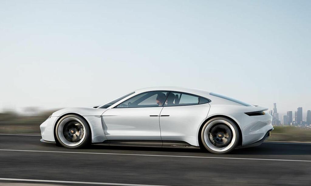 COUPE-SEDAN: Taycan fremstår i silhuett et sted mellom 911 og Panamera, med plass til fire. Om bakhengslede dører går videre til produksjon, vites ikke i skrivende stund. Foto: Porsche