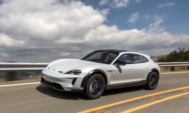 KOMMER OGSÅ: En annen variant av Taycan, foreløpig kjent under navnet Mission e Cross Turismo (bildet), skal også komme i produksjon, har Porsche bekreftet. Foto: Porsche