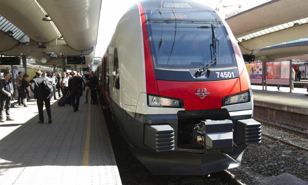 ØNSKER GARANTI: NAF mener det bør innføres en pendlergaranti som automatisk gir togpendlere en del av pengene tilbake hvis toget er forsinket.Foto: NTB scanpix