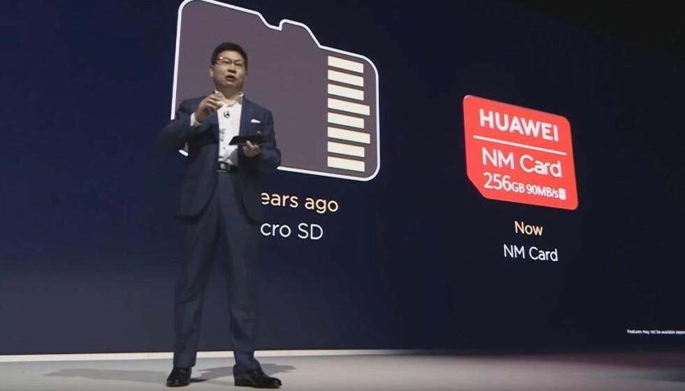 Huawei-sjef Richard Yu snakket varmt om det nye minnekortet, Nano Memory Card. Foto: Huawei/YouTube