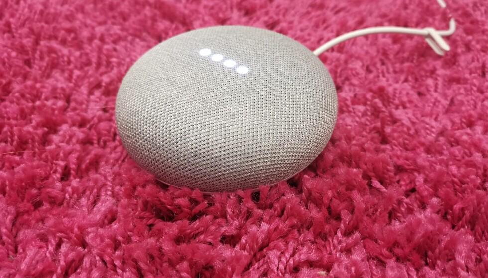 LANSERES I DAG: Google Home Mini koster 600 kroner ved lanseringen i Norge i dag. Foto: Pål Joakim Pollen