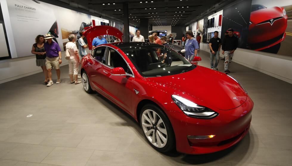 BLIR IKKE ÅRETS BIL I NORGE: Mange lurer på hvorfor ikke mye omtalte Tesla Model 3 er med i konkurransen om å bli Årets bil i Norge. Foto: Tesla