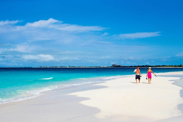 GRACE BAY: Turks- og Caicosøyene er to øygrupper - og et britisk oversjøisk territorium. Det består av til sammen 40 øyer. Grace Bay ligger på øya Providenciales, som er en av hovedøyene. Foto: Turks- og Caicosøyenes turistkontor