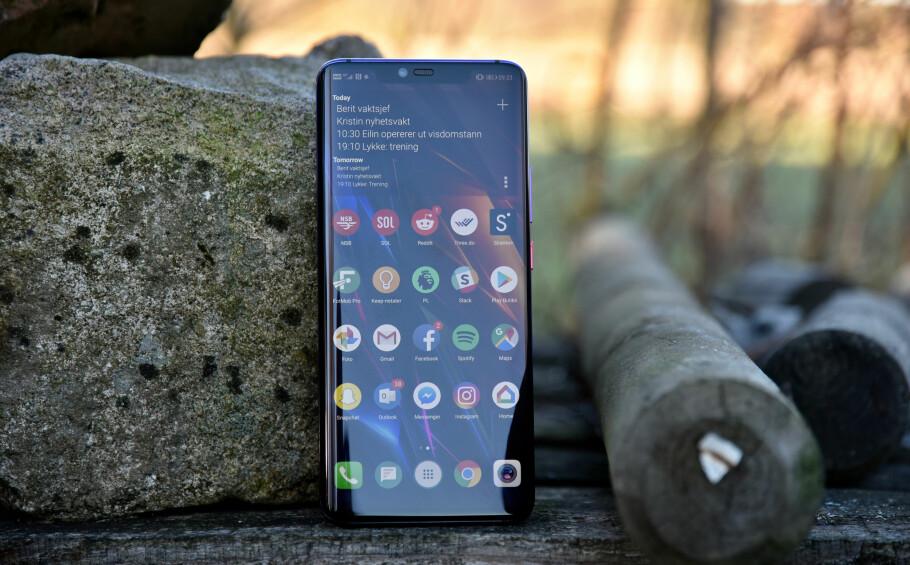 TOPPMODELLEN: Bare et halvt år etter at Huawei lanserte P20 Pro, er Mate 20 Pro klar for butikkhyllene. Foto: Pål Joakim Pollen